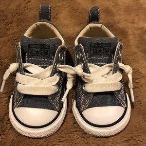 👟Converse slip on tennis shoes Boy sz 5 👟